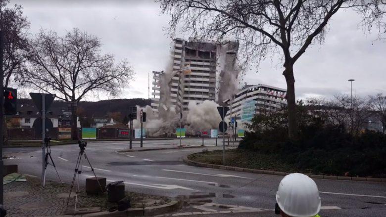 Kompania e shqiptarëve të Kosovës, me dinamit rrafshon objektin gjigant në Gjermani (Video)