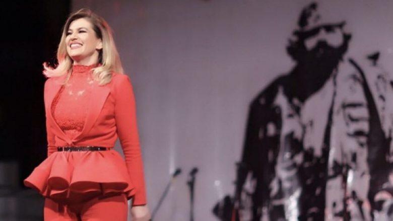 Leonora Jakupit i ndalet rryma gjatë koncertit në Drenicë, por publiku e befason këngëtaren (Foto)