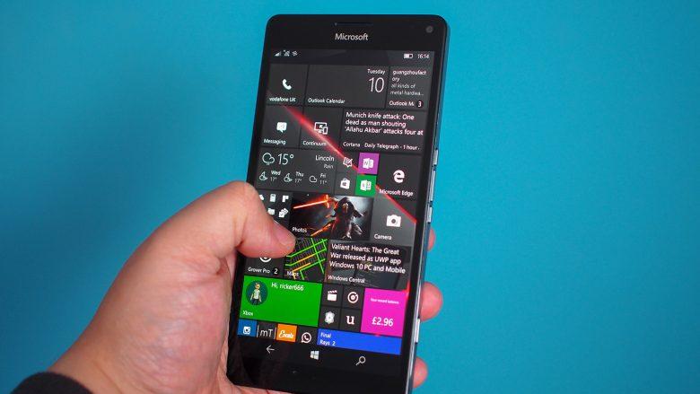 Microsoft Surface Phone vjen pas dy viteve?