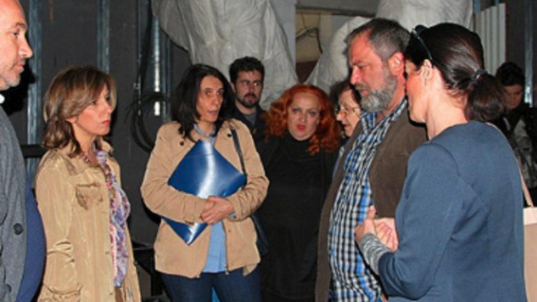 Ministrja Kançeska-Milevska viziton Teatrin Shqiptar në Shkup
