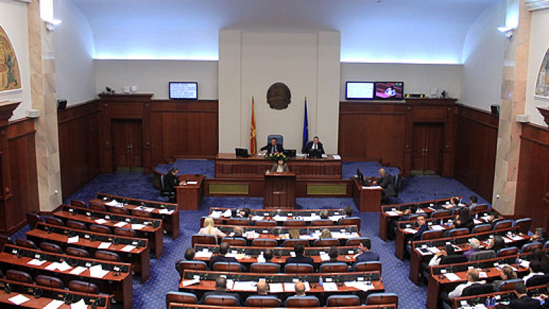 Seancë e re kuvendore, në rend dite ligji për gjuhët dhe tre interpelanca