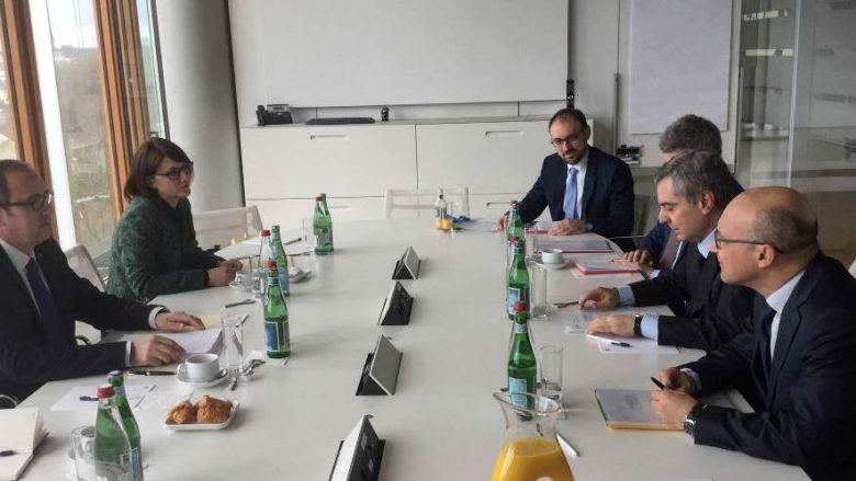 Banka Evropiane për Investime do të përkrah projekte në sektorin e infrastrukturës rrugore dhe hekurudhore
