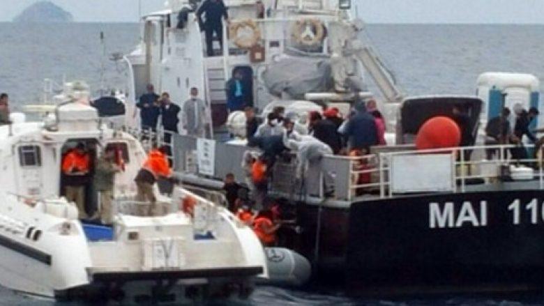 Shpëtohen 51 emigrantë sirian nga përmbytja në Egje