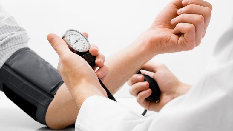 Kthejeni shtypjen e gjakut në normale: Për pesë minuta, pa ilaçe!