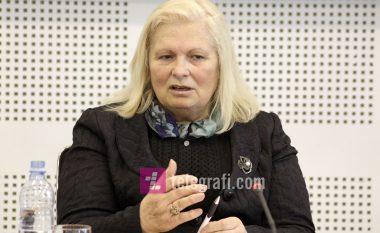 Publikoi një fotografi të dhunimit të një gruaje nga ushtarët serbë, Flora Brovina ka edhe dy dëshmi tjera