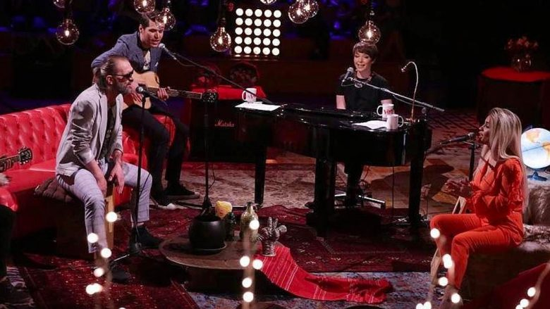 Xuxi, Albani, Rona dhe Besa në një version akustik (Video)