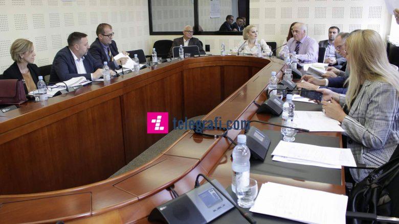 Deputetët refuzojnë raportin e sekretarit të Ministrisë