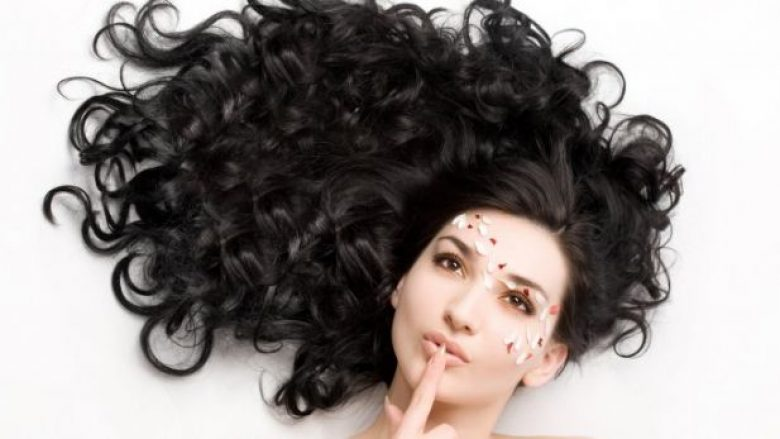 Maska natyrale që forcojnë ngjyrën e flokëve të ngjyrosur