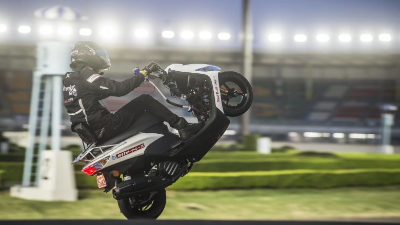 Rekordi fantastik i japonezit: 500 kilometra me motoçikletë, me vetëm një rrotë (Video)