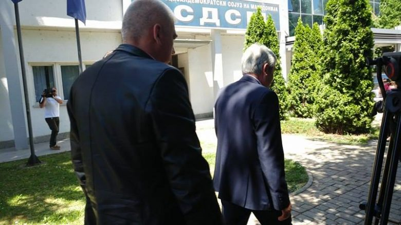 Përfundon takimi Zaev-Ahmeti, nuk bisedohet për flamurin dhe gjuhën shqipe