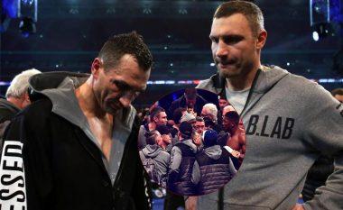 Joshua mund ta nokautonte edhe Klitschkon tjetër në fund të meçit, promovuesi i duelit tregon si ndodhi ngjarja (Foto/Video)