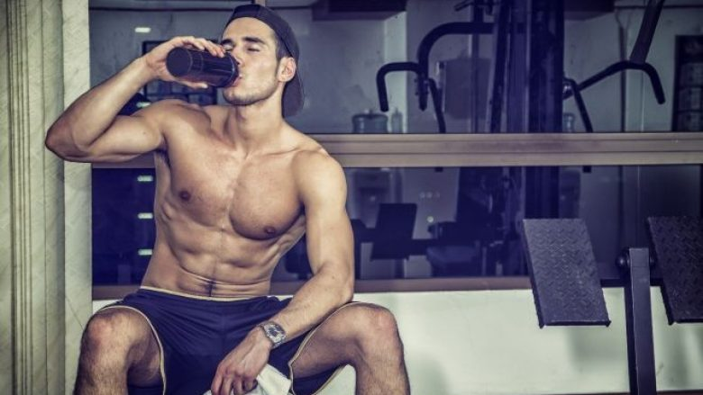 EDHE KJO ËSHTË E MUNDSHME: Pija e cila formëson pllakëzat në stomak