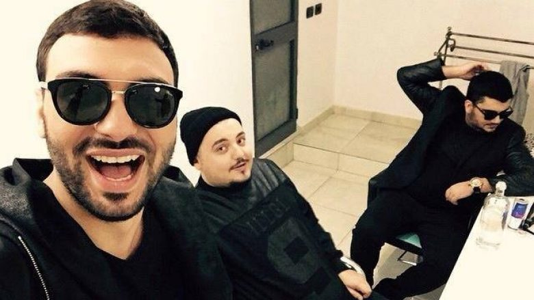 Ermal Fejzullahu dhe Ledri këndojnë së bashku edhe këngë rapsodike (Video)