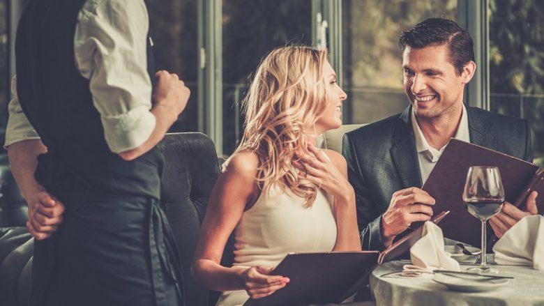 Këshilla për takimin e parë: Dy teknika të joshjes që jua garantojnë një takim të dytë (Video)