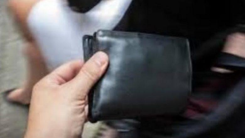 I mituri nga Kratova vjedh 10 mijë euro në xhaketën e babait
