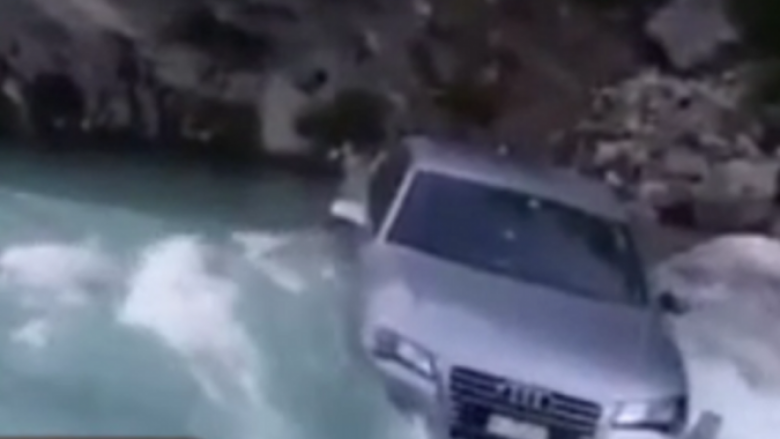 """Shqiptarja lë të gjithë pa fjalë, hedh veturën e shtrenjtë në lumë """"për ta testuar""""! (Video)"""