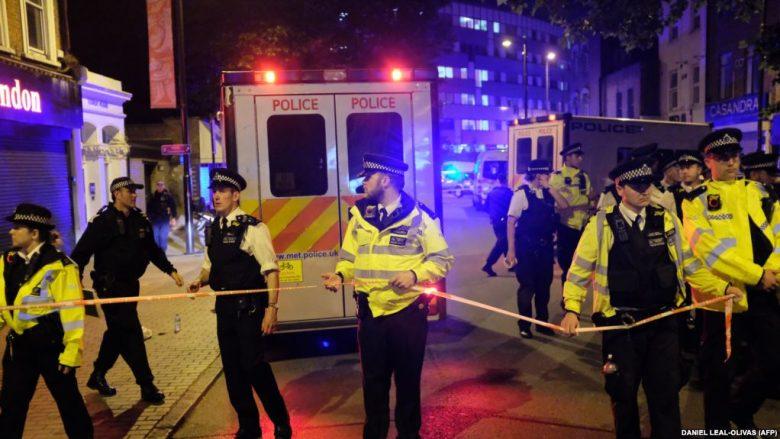 Sulm pranë një xhamie në Londër, një i vdekur