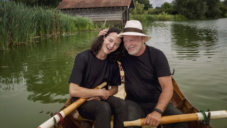 "Charlie Gilmour dhe legjenda e ""Pink Floyd"", David Gilmour (The Guardian)"