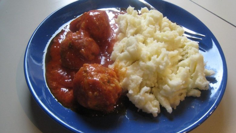 Receta e Ramazanit: Gogla mishi në salcë domatesh