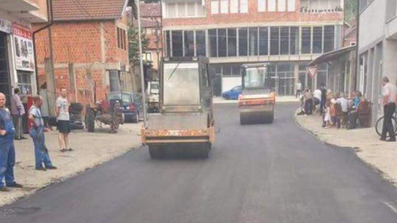 Asfaltohen dy rrugë në Rahovec