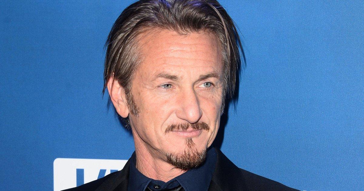 Thjeshtësia e Sean Penn, pa truproja dhe mban vet bagazhin (Foto)