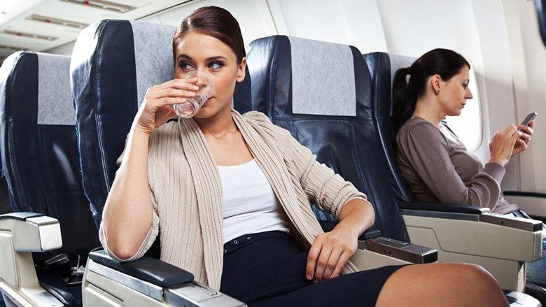 Mësojeni njëherë e mirë çfarë ndodh nëse mbani telefonat ndezur në aeroplan
