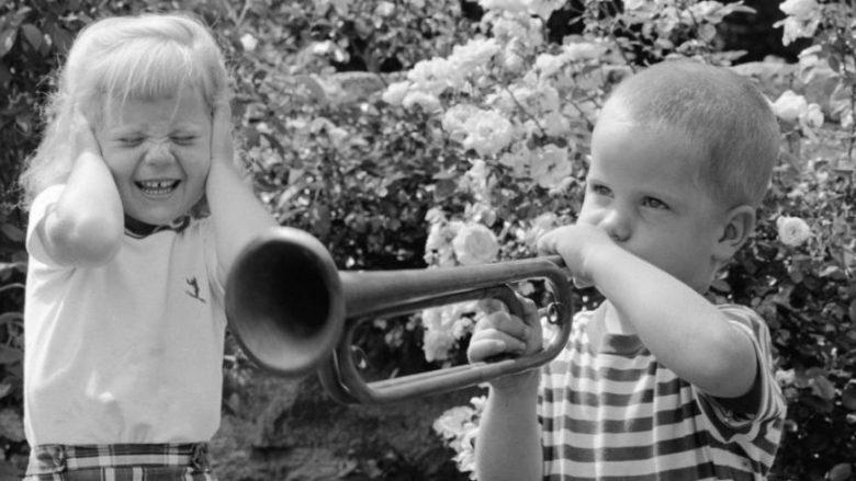 Fëmijët e parë janë më inteligjentë, ndërsa fëmijët e dytë duket të jenë më problematikë