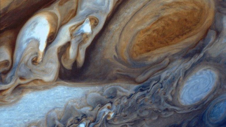 NASA publikon imazhe të vrimës së madhe të kuqe (Foto)