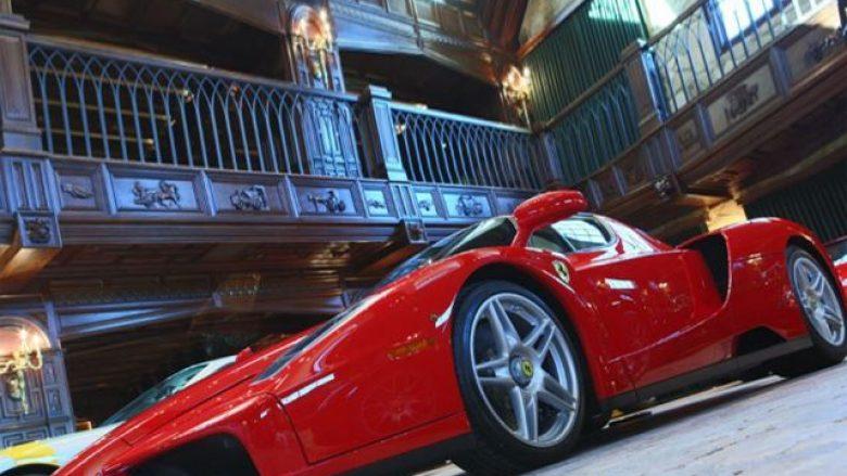 Ferrari i rrallë, i parkuar në garazhin më të mahnitshëm që keni parë (Video)