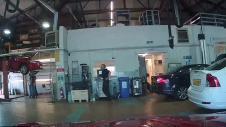 Makinën që do duhej ta kontrollonte, mekaniku e nxori për një xhiro në qytet (Video)