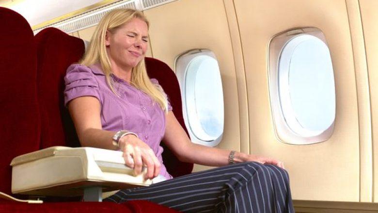 Mposhteni frikën e fluturimit me aeroplan, duke përdorur vetëm një stilolaps