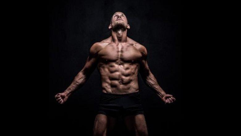 TRUP PËR DHJETËSHE: Ushtrime për biceps, triceps dhe bërthamën e muskujve! (Video)