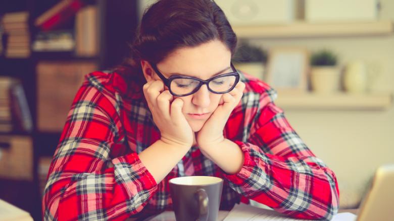 Vëmendje shefa: Ja përse duhet t'i lejoni femrat të flenë gjatë orarit të punës