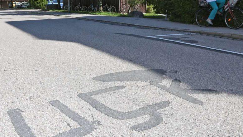 """""""UÇK"""" e shkruar mbi asfalt në mes të rrugës në Gjermani (Foto)"""