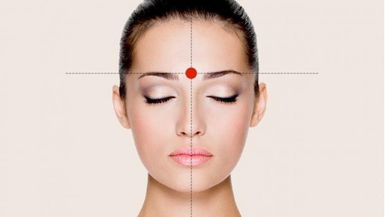 Akupresura: Mënyrë efektive për heqjen e dhimbjeve të kokës brenda pak minutave