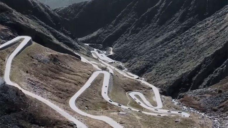 Takohen 19 pronarë të Porsche 918 Spyder, për një aventurë në shtigje malore (Video)
