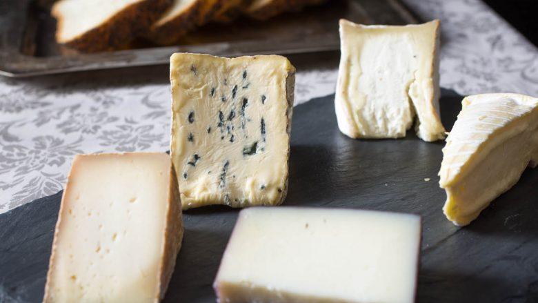 Tentoi të fuste paligjshëm rreth 100 kilogramë djathë (Foto)