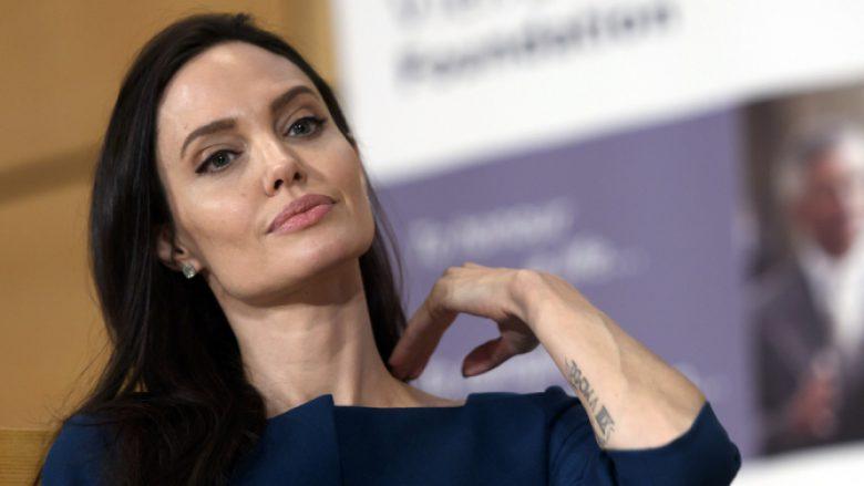 Angelina Jolie, në tapetin e kuq me gjashtë fëmijët dhe pa Brad Pitt