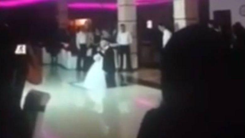 """Po ngjiteshin për të befasuar dasmorët, çifti nga Malisheva u """"tradhtuan keq"""" nga lifti (Video)"""