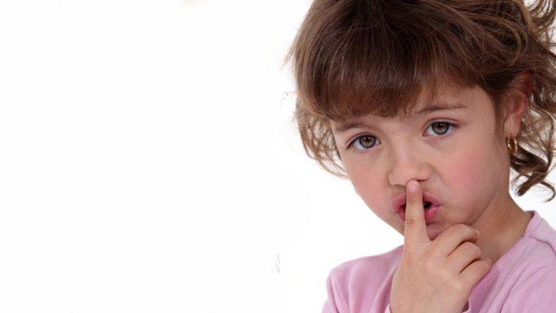 Përse fëmijët nuk e tregojnë abuzimin seksual?