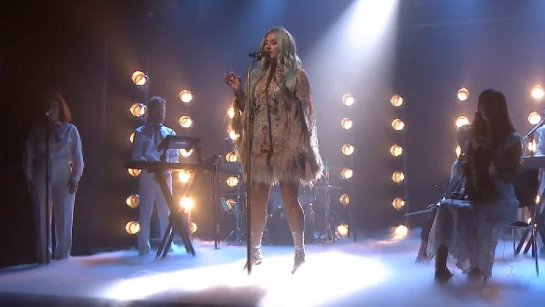 Kesha publikon klip pas pesë vjet pauze (Video)