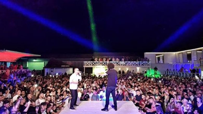 MC Kresha emocionohet në 'Hangover', fansi i përlotur ngjitet në skenë dhe e përqafon (Video)