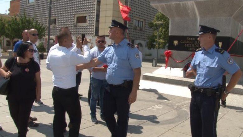 Rregullojnë monumentin e Skënderbeut, shoqërohen në Polici për veprime të jashtëligjshme