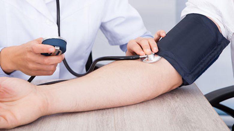Personat me shtypje të lartë të gjakut duhet ta shmangin sheqerin