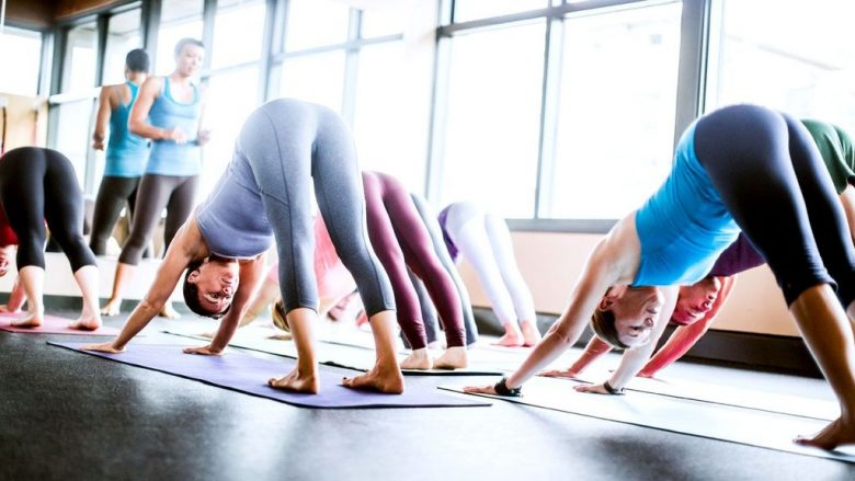Si të shmangni lëndimet e mundshme gjatë jogas