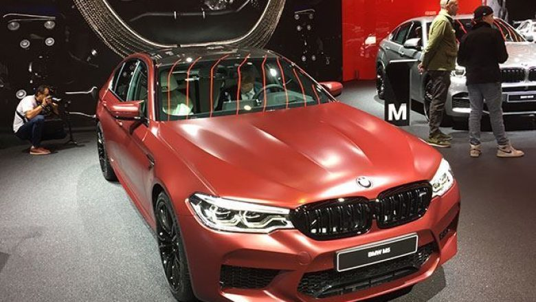 BMW M5 i ri, përshpejton lëvizjen brenda një kohe shumë të shkurtër (Foto)