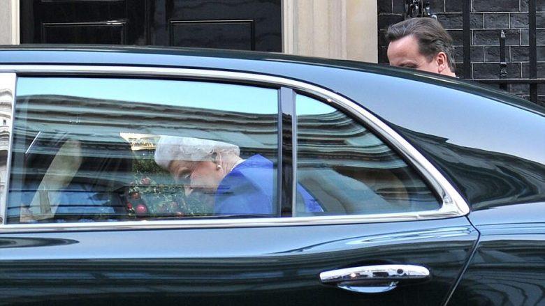Bentley që dikur shfrytëzohej nga mbretëresha, do të dalë në ankand për 200 mijë euro (Foto)