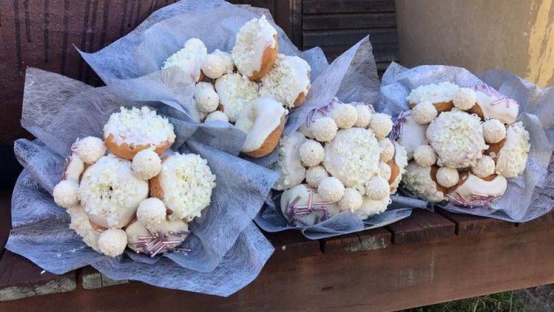 Ëmbëlsira në vend të luleve – kjo ishte ajo çfarë mbajti një nuse australiane (Foto)