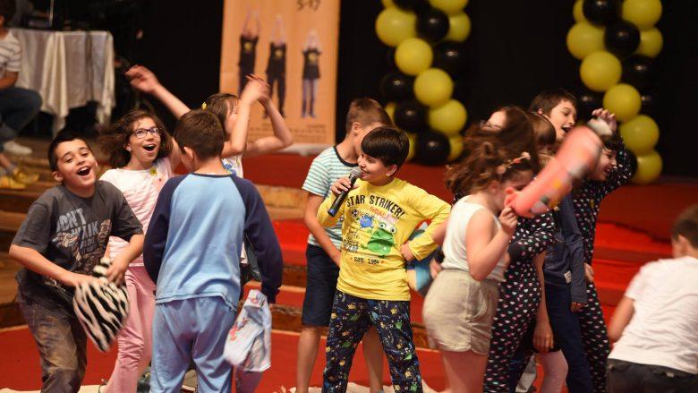 Kurset e dramës, përmirësojnë rezultatet e mësimit në shkollë