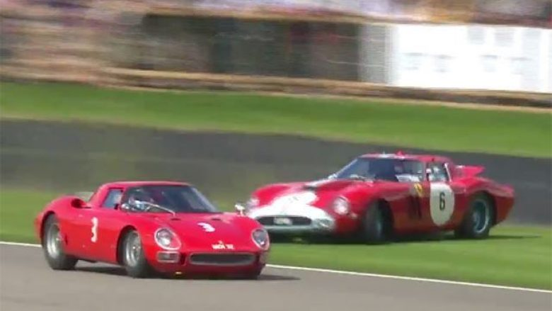 Humbi kontrollin gjatë garës, i shkaktoi shumë dëme veturës së vjetër dhe të rrallë (Video)